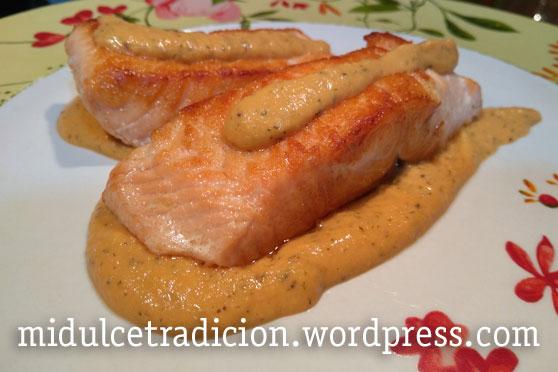 salmon-salsa-almendras